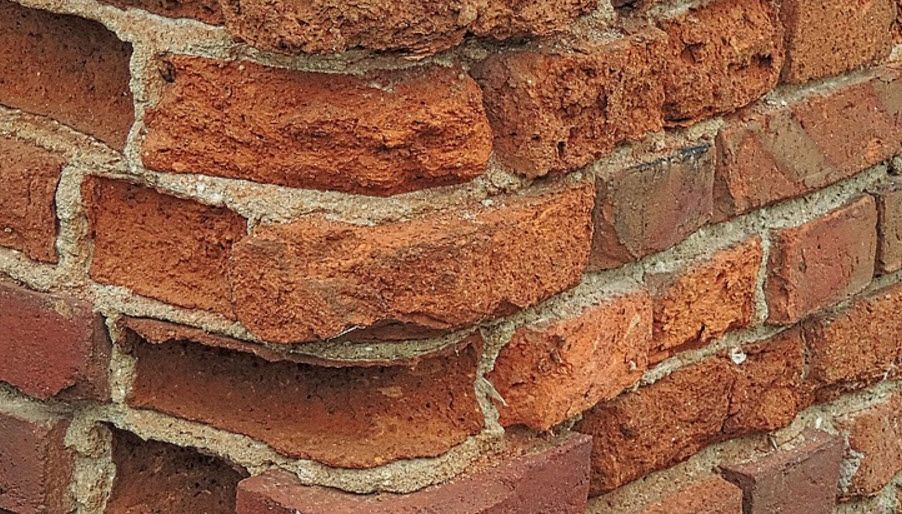 What to Factor in Tuckpointing Cost Estimate
